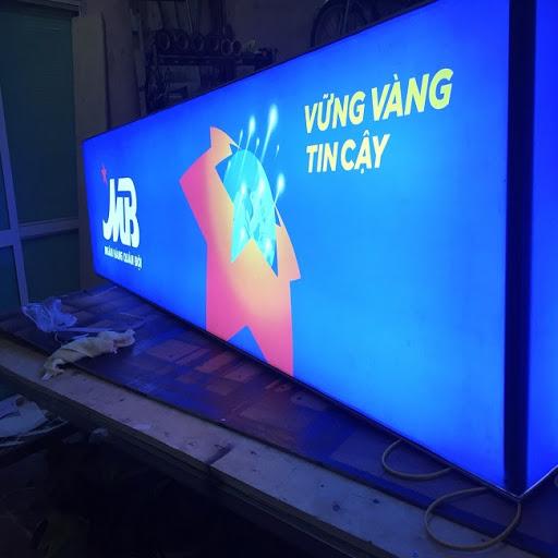 http://lambangquangcaogiare.info/gia-cong-lam-hop-den-quang-cao/