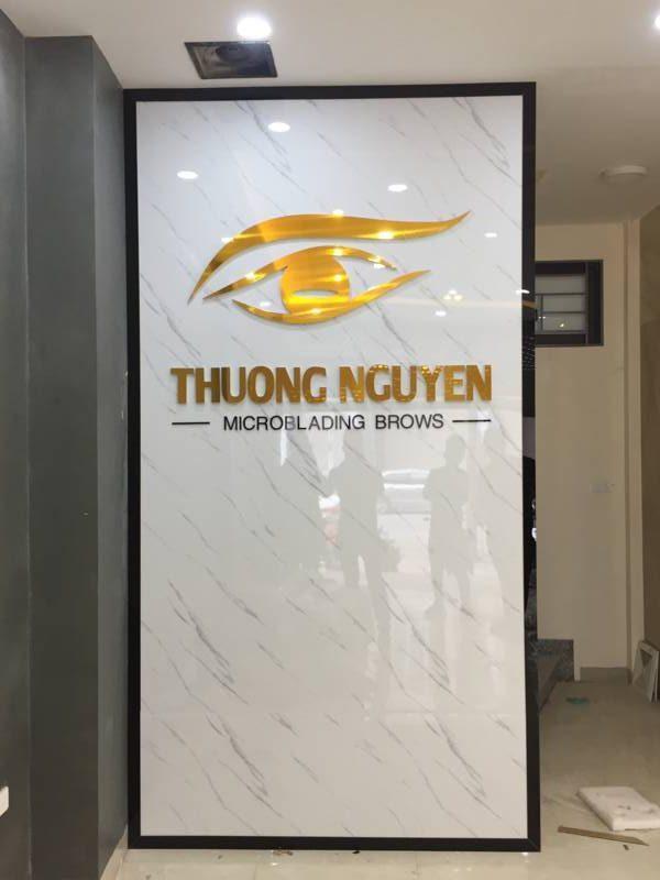 thi-cong-vach-ngan-quay-le-tan-spa
