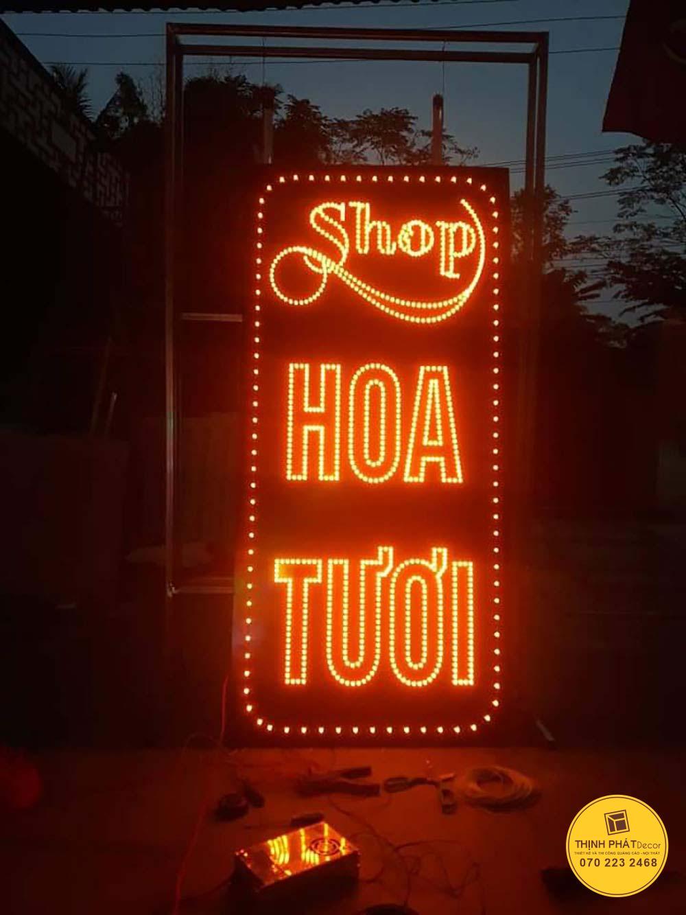 Thi công bảng hiệu đèn led shop hoa tươi